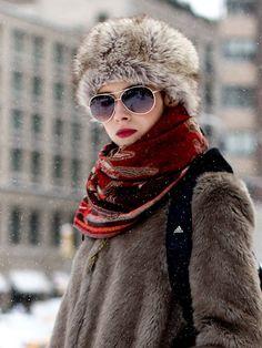 【ELLE】キュートなファーハットスタイルで防寒|NY発 帽子とヘアのおしゃれコーディネート10|エル・オンライン