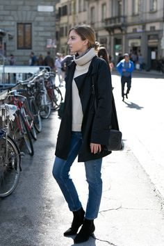 Wearing Filippa K cashmere turtleneck, Solar coat (similar here and here), Topshop jeans, vintage scarf, Gucci bag, Aquatalia boots and Apart jewelry. How to add some stylish flair to your favourite turtleneck? Double it putting under a slimmer, striped one or, like me, add your favourite patterned scarf. With this additional layer we not only...