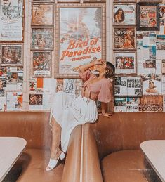 Emily Vartanian shares all of her favorite photos from 2018 along with a handful of her 2019 goals and new years' resolutions Debut Photoshoot, Ideas Para Photoshoot, Photoshoot Inspiration, Photoshoot Vintage, Outfit Photoshoot, Shooting Photo Vintage, Vintage Diner, Retro Diner, Ft Tumblr