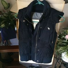 Hooded Abercrombie & Fitch Puffer Vest Like new! Haven't worn this because it's way too small for me. The color is navy blue! Features: Abercrombie & Fitch logo on the left of the vest, two functional zippers (as pictured), and a hood? This fits true to size. ❓Have questions? Ask!❓ ✨ALWAYS willing to consider, accept, or negotiate with reasonable offers✨ Abercrombie & Fitch Jackets & Coats Vests