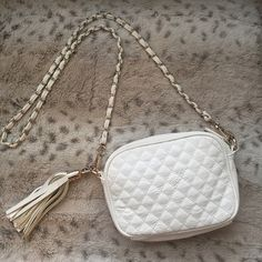 Forever 21 Quilted Crossbody White with gold hardware. Detachable straps. Forever 21 Bags Crossbody Bags