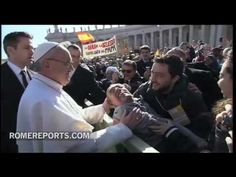http://www.romereports.com/palio/papa-se-baja-del-papamovil-para-saludar-a-un-enfermo-spanish-9475.html#.UUggxRwz0VU Papa se baja del papamóvil para saludar a un enfermo