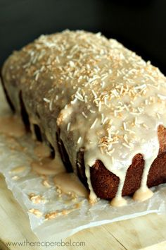 Toasted Coconut Banana Bread with Vanilla Toasted Coconut Glaze - The Recipe Rebel Banana Bread Glaze, Coconut Banana Bread, Toasted Coconut, Banana Bread Recipes, Cake Recipes, Dessert Recipes, Brunch Recipes, Bread Cake, Dessert Bread