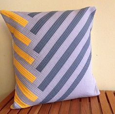 I super dig this modern cushion pillow pattern (with tutorial) from Alissa Haight Carlton of Modern Quilts. Sewing Pillows, Diy Pillows, Decorative Pillows, Cushions, Throw Pillows, Patchwork Quilt, Patchwork Cushion, Quilted Pillow, Pillow Inspiration