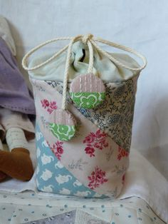 Reversible Zakka Pouch Tutorial~ I love the way this is put together!