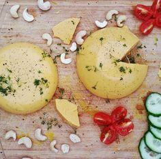 Heute zeige ich euch wie man ganz einfach einen gesunden, veganen Käse selbstmachen kann. Der Käse ist schnittfest und schmilzt sogar im Ofen!