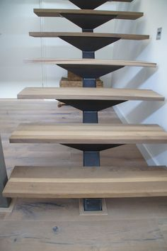 Steel Stairs Design, Staircase Design Modern, Home Stairs Design, Metal Stairs, Floating Staircase, Staircase Railings, Home Room Design, Stairways, External Staircase