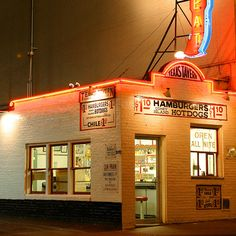 21 places to eat like a local in Virginia (Texas Tavern in Roanoke)