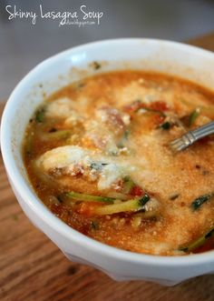 Skinny Lasagna Soup - only 190 calories per huge ~2 cup serving!! All the cheesy, lasagna-y goodness with no guilt!