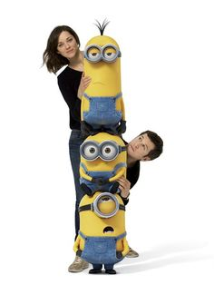 Cute promotional shot featuring Marion Cotillard (Scarlet Overkill), Guillaume Canet (Herb Overkill), with the three minions Kevin, Stuart and Bob from the French version of the Minion Movie.