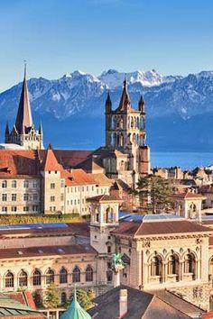 La #Suisse, ça n'est pas que du #fromage et du #chocolat, c'est aussi une jolie palette de #villes de #charme qui font la part belle à la #culture, idéales pour un city break. La preuve par sept ! Destinations, Lonely Planet, Beautiful Places, Palette, Europe, Culture, Mansions, House Styles, Travel