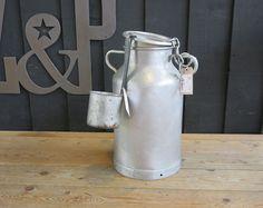 Pot à lait fermier        Z&P, une boutique conviviale: 600m² d'exposition, dépôt-vente, brocante, atelier.