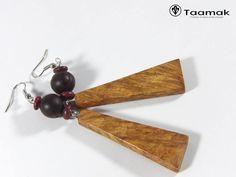 Boucles d'oreilles en loupe d'Amboine d'Inde, avec des graines savonnettes et des anneaux coco rouges.