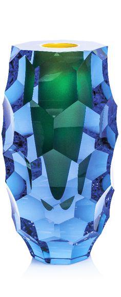 ŠIŠKA – hluboká stopa brusného kotouče vytváří sochařský solitér s neobyčejnou třpytící se strukturou a nekonečnými zrcadly odlesků. Design Lukáš Jabůrek. Take My Money, Artist At Work, Czech Glass, Vases, Glass Art, Studio, Vintage, Design, Objects
