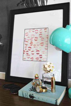 Christmas Gifts for Boyfriend! Lipstick Art   http://diyready.com/24-diy-gifts-for-your-boyfriend-christmas-gifts-for-boyfriend/