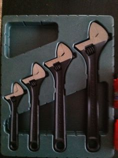 Blue Point adjustable wrench set in Dieselpower's Garage Sale Angola, IN Blue Point Tools, Adjustable Wrench, Wrench Set, Hand Tools, Garage, Box, Carport Garage, Snare Drum, Garages