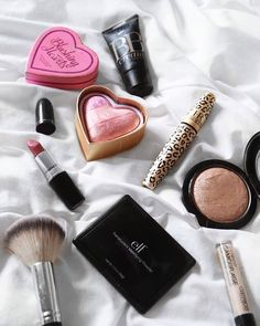 Flatlay with a few make-up favourites