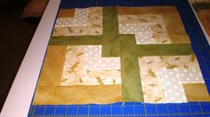 Julie-Ann's World: Lover's Knot Quilt (or how I almost lost my sanity) Quilting Projects, Quilting Designs, Sewing Projects, Projects To Try, Quilting Ideas, Strip Quilts, Quilt Blocks, Quilt Patterns Free, Free Pattern