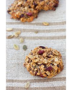 Bake cookies with muesli - dm online shop Biscuits Au Four, Granola Barre, Muesli Recipe, Cooking Chef, High Protein Low Carb, Cereal Recipes, Biscuit Recipe, Low Carb Desserts, No Bake Cookies