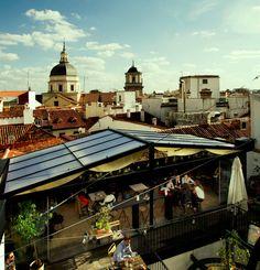 Comer y beber en el cielo: terrazas de Madrid para un darse un homenaje (como en The Hat)