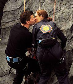 David Boreanaz and Emily Deschanel in Bones Bones Series, Bones Show, Tv Series, Bones Booth And Brennan, Decomposed Body, International Kissing Day, Seeley Booth, Hello Kitty, Emily Deschanel