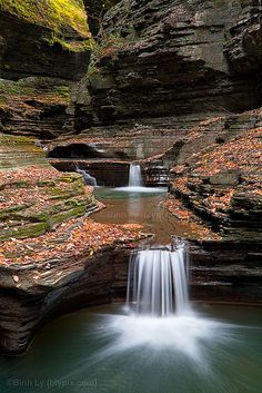 Watkins Glen - New York All in all we don't have to travel far to see the beauty in our own backyards. Watkins Glen New York, Beautiful World, Beautiful Places, Great Places, Places To Go, Beautiful Waterfalls, Road Trip Usa, Nature Photos, Dream Vacations