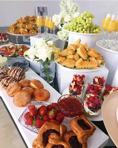 Party Food Buffet, Party Food Platters, Brunch Buffet, Birthday Brunch, Brunch Party, Brunch Recipes, Appetizer Recipes, Appetizers, Food Displays