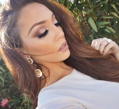 """JENNIFER WARD on Instagram: """"This soft, Fall-glam look from my recent video (link in the bio) is one that I've been getting lots of questions on recently! Brows: @anastasiabeverlyhills dip brow in """"Soft Brown"""" Eyes: @toofaced Matte Palette & Bon Bons Palette, Lashes: @californiacosmeticsmakeup lashes STACKED the """"Napa"""" and """"Laguna Beach"""" and let me tell you. #lifechanging Lips: @essence_cosmetics Lip Liner in Soft Berry Foundation: @maybelline Even Better Foundation Contour & Highlight…"""