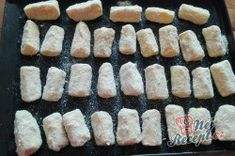 Křupavá cuketa z trouby | NejRecept.cz Griddle Pan, Sushi, Ethnic Recipes, Food, Grill Pan, Essen, Meals, Yemek, Eten
