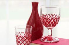 Decorando copos simples você pode renovar toda a decoração de sua cozinha