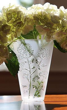 Lalique Ombelles Vase: