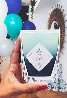 Un bijou dans chaque bougie ! Comme @heylaav, vivez un moment de détente avec cette bougie au parfum vert et floral. Cette senteur délicate et apaisante va mettre votre quotidien sur pause ! Le plus ? Dans cette bougie édition limitée se cache un sublime collier double chaîne. Doré à l'or fin et serti d'un triangle Swarovski®, il saura habiller votre cou avec style. #tea #flower #candle #home #bedroom #decoration #woman #ideas #living #jewel #scented
