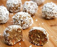 No-Bake Carrot Cake Protein Balls - 17 Beneficial Protein Bites for Weight Loss Protein Bites, Protein Ball, Protein Snacks, Protein Energy, Raw Protein, Energy Bars, Raw Food Recipes, Snack Recipes, Dessert Recipes