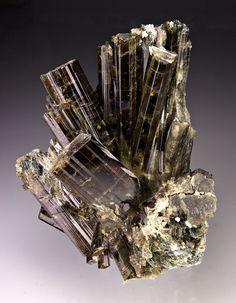 mineral++crystal+pakistan | Found on fuckyeahmineralogy.tumblr.com