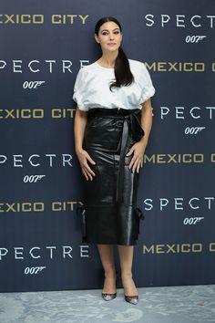 Monica Bellucci en total look Salvatore Ferragamo lors du photocall du film Spectre à Mexico http://www.vogue.fr/mode/inspirations/diaporama/les-meilleurs-looks-de-la-semaine-novembre-2015/23508#monica-bellucci-en-total-look-salvatore-ferragamo-lors-du-photocall-du-film-spectre-mexico