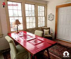 Na decoração, a criatividade não pode ter limites! Reaproveitar objetos de formas inusitadas traz personalidade e autenticidade ao ambiente. Confira algumas sugestões de como utilizar portas e janelas antigas.