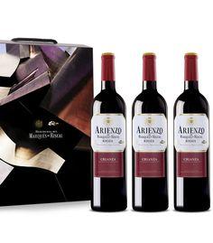 Por primera vez, Bodega Personal presenta un vino de los Herederos de Marqués de Riscal. Un gran vino elaborado a partir de la selección de las mejores uvas de las variedades tempranillo, mazuelo y graciano, procedentes de los viñedos situados en Laguardia y Elciego, criado en barricas de roble americano durante 18 meses. Un Rioja auténtico que no le dejará indiferente.
