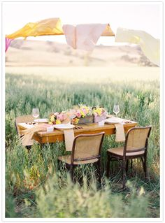 Sugar & Fluff + Jose Villa = Come to Mama! Table in a field gets me every picnic Company Picnic, Al Fresco Dining, Summer Picnic, Summer Parties, Dinner Parties, Outdoor Dining, Dining Area, Dining Table, The Fresh