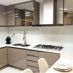 IG: @rosemarkmoveis . Mais um pra nossa coleção, e inspiração ❤️ . . . . #apartamento #mesadejantar #cozinhamericana #ape… Arch Interior, Interior And Exterior, Interior Design, Kitchen Room Design, Decoration, Kitchen Cabinets, Furniture, Home Decor, White Cabinet Kitchen