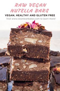 There is no better enjoyment than a chocolate treat, right? These raw vegan Nutella bars are no exce Gluten Free Snacks, Vegan Snacks, Easy Snacks, Vegan Desserts, Healthy Snacks, Protein Snacks, Raw Vegan Recipes, Snack Recipes, Dessert Recipes