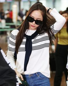 "1,665 Me gusta, 7 comentarios - KRYSTAL (@krystalsfx) en Instagram: ""[170415] Krystal - Incheon Airport heading to Singapore  - #fx #에프엑스 #krystal #soojung…"""