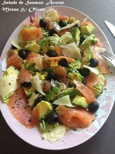 Smoked salmon salad, avocado, mozza, black olives & basil - Easy And Healthy Recipes Salad Dressing Recipes, Salad Recipes, Diet Recipes, Cooking Recipes, Healthy Recipes, Cold Lunch Recipes, Cold Lunches, Smoked Salmon Salad, Salmon Avocado