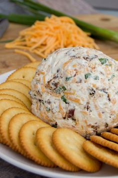 Shredded cheddar, ranch seasoning, and bacon! You can't go wrong with this Cheddar Ranch Cheeseball. It's simple to make and a real crowd pleaser. Yummy Appetizers, Appetizers For Party, Appetizer Recipes, Snack Recipes, Cooking Recipes, Easy Recipes, Dip Recipes, Individual Appetizers, Fruit