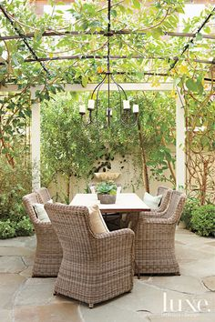Outdoor Dining Rooms for Inspired Alfresco Entertaining | Decorating Files | #outdoordiningrooms #outdoorspaces