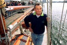 Dans les archives de Match - Il y a quinze ans, Eric Tabarly. Sail Racing, Classic Sailing, Nautical Art, Sailboats, Boating, Sailing Ships, Sailor, Archive, Portraits