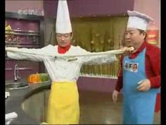 Chinese TV program on how to make 兰州拉面. Lánzhōu lāmiàn are hand-pulled noodles served in a variety of broths.