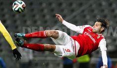 Internationalul roman Raul Rusescu a marcat inca un gol in Portugalia pentru Sporting Braga in prelungirile partidei de campionat cu Estoril Praia, pierdut de formatia conationalului nostru cu scorul