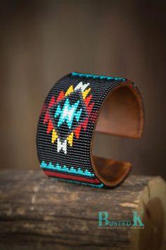 off loom beading stitches Native Beading Patterns, Beadwork Designs, Seed Bead Patterns, Native Beadwork, Native American Beadwork, Jewelry Patterns, Beaded Cuff Bracelet, Bead Loom Bracelets, Chevron