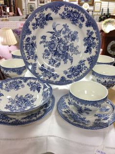8 5Pc Place Settings Of Parliament By Premiere Dishes $125 + $80 shipping