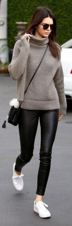 Kendall Jenner: Sweater – Aritzia Purse – Saint Laurent Key Chain – Fendi